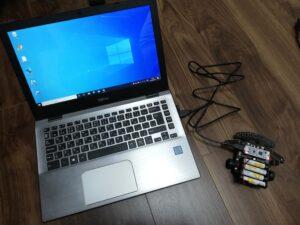 PCとトレーサーの頭脳部分をUSBケーブルで接続