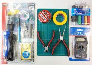 組立てに必要な工具(はんだごて&組立セット)と黒ビニールテープ